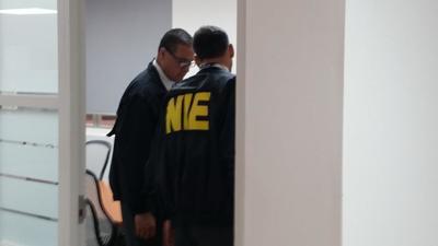 Agentes del NIE allanan oficinas de la UPR