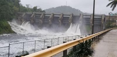 Carraizo - represa - compuertas abiertas - Foto via Municipio de Trujillo Alto Facebook - julio 30 2020