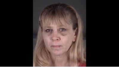 Arrestan mujer por golpear a su novio con una chuleta de cerdo congelada