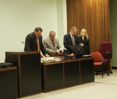 Los licenciados César Andreu Fuentes, Héctor Rivera Cruz y César López Cintrón junto a la secretaria Wanda Vázquez.