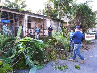 Policías unen esfuerzos para acondicionar residencia en Toa Baja