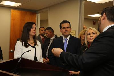 La jueza presidenta Maite Oronoz, el gobernador Ricardo Rosselló y la secretaria de Justicia, Wanda Vázquez.