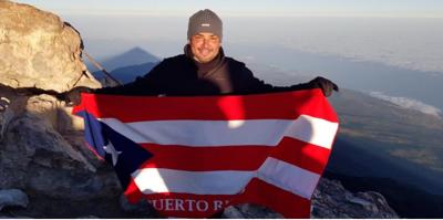 Manny Manuel lleva la bandera de Puerto Rico al pico más alto de España