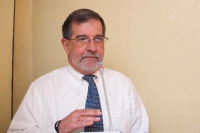 Dr Fernando Cabanillas - Medico y Oncologo - Foto via Facebook Auxilio Mutuo - abril 1 2020