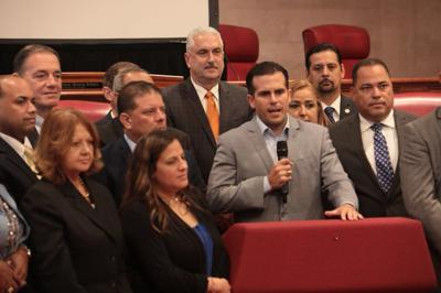 Gobernador con senadores PNP