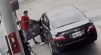Carjacking - Arecibo - gasolinera - captura de pantalla - mayo 12 2020