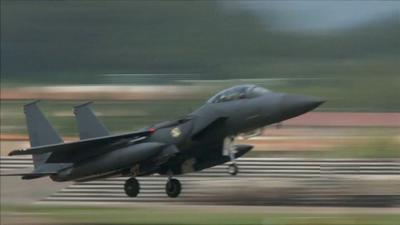 Estados Unidos - jet de guerra - Captura de pantalla YouTube - abril 5 2021