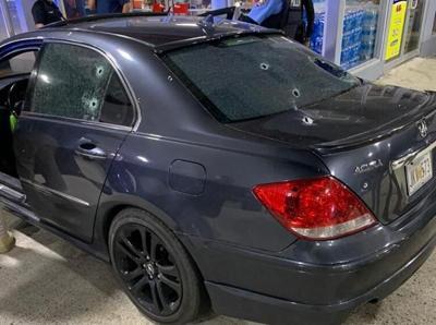 Policia - carro - tiroteo - Rio Piedras - Foto suministrada - octubre 19 2020
