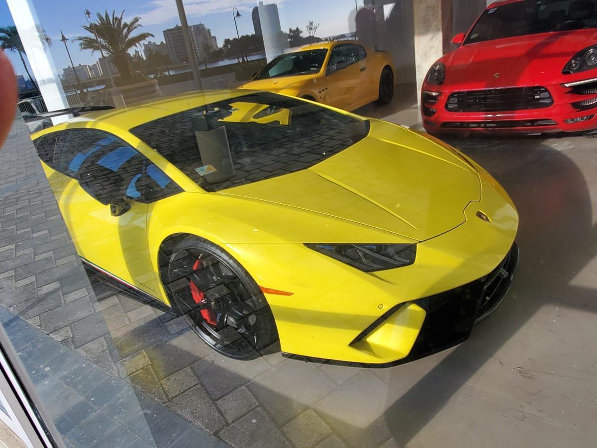 Carros lujosos - dealer - Foto NotiUno - junio 29 2020