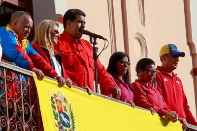 Generales apoyan a Maduro