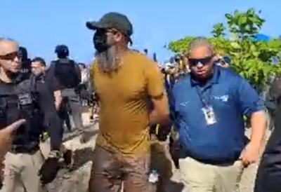 Policia - manifestante detenido - Sol y Playa - Captura de pantalla - julio 22 2021