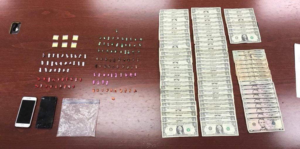 Drogas y dinero ocupados en Mayaguez