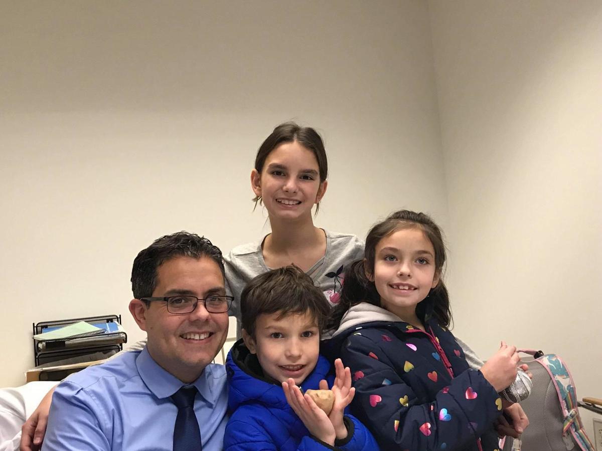 Carlos Romero - doctor - Cleveland - con su familia - Foto suministrada - junio 11 2019