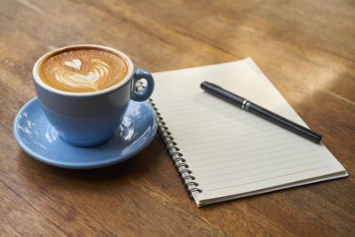 Estudiar cafe libreta