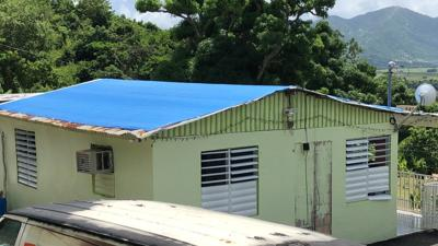 Yabucoa - Toldo azul - hogar - Foto NotiUno - septiembre 20 2019