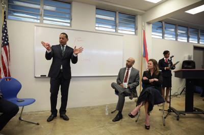 Promueven el empresarismo y desarrollo de negocios entre estudiantes de escuelas públicas