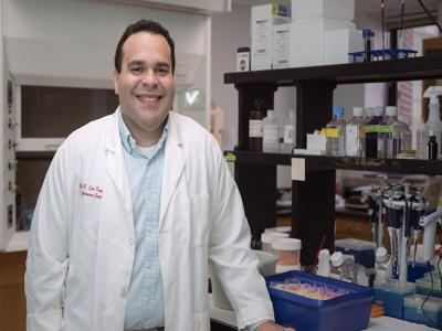Egresado RUM - doctor David Soto Pantoja