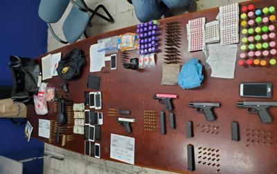 Drogas armas municiones allanamientos SJ y Bayamon