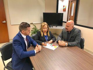 Firma acuerdo trato Com LGBBT en Registro Demográfico
