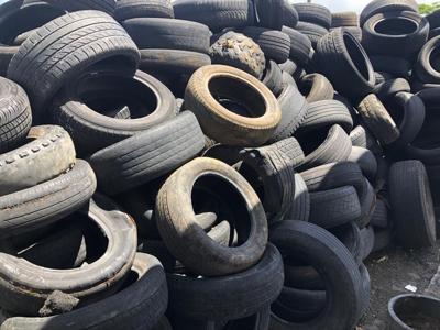 Gomera - gomas - sin reciclar - Foto NotiUno 2 - septiembre 7 2020