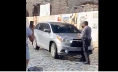 Video - conductora casi atropella a agente de la Policia - Captura de pantalla - julio 8 2019