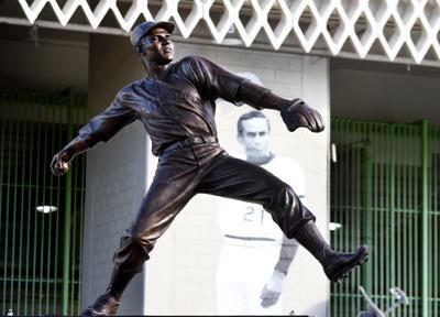 Hiram Bithorn - estatua restaurada