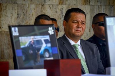 Alcalde de Guaynabo durante el homenaje póstumo a los agentes K-9 fallecidos