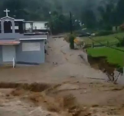 VIDEO: Lluvias provocan fuertes inundaciones y derrumbes en Utuado