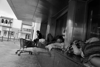Personas sin hogar - Foto Cybernews - mayo 12 2020