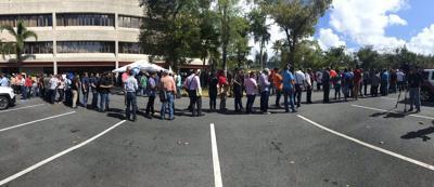 Empleo - feria de empleo - fila - ciudadanos - Foto NotiUno - febrero 19 2019