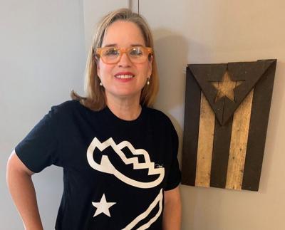 Carmen Yulin Cruz con camiseta negra