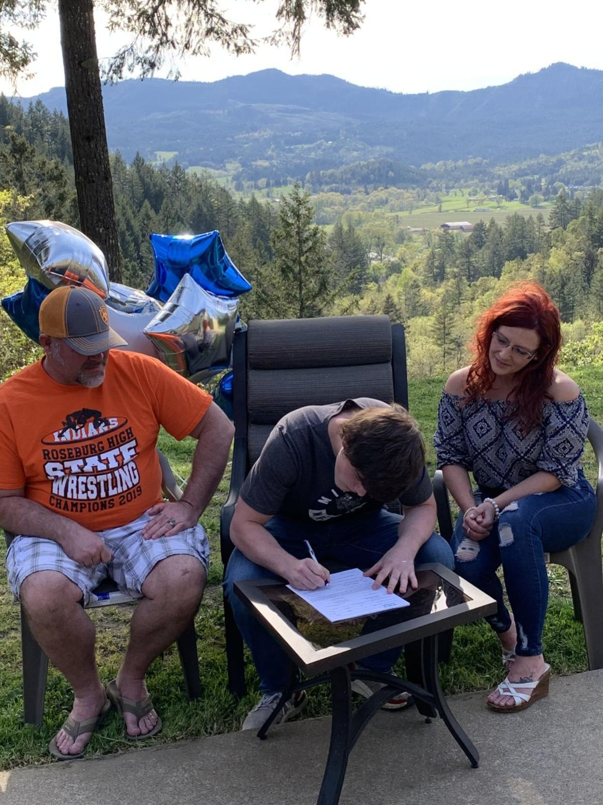 David signing