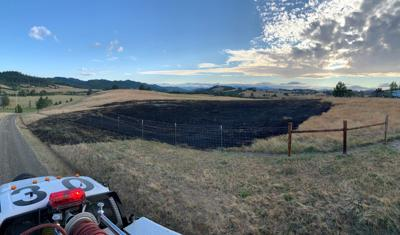Grass fire claims two acres in Oakland