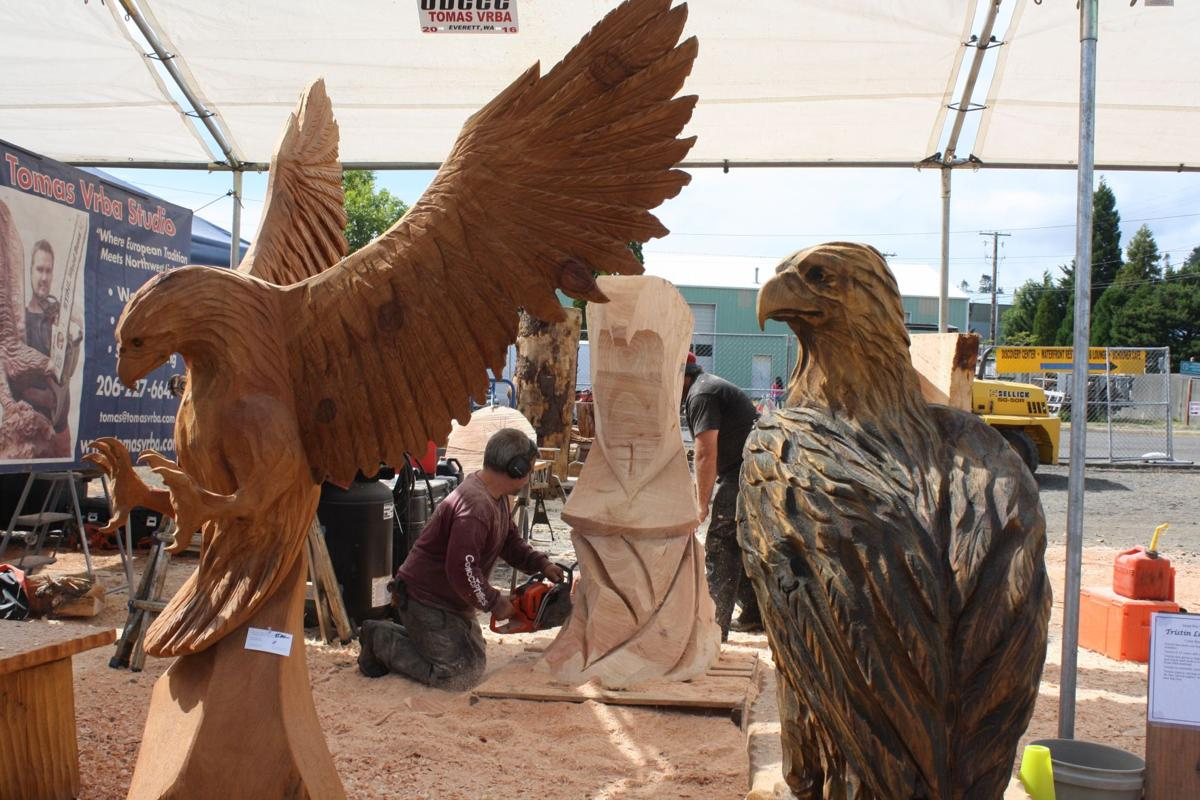 Th annual chainsaw carving competition underway in