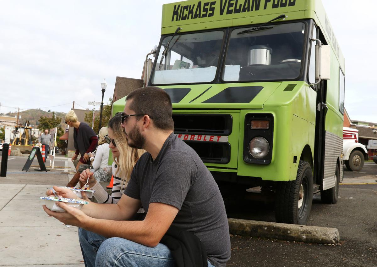 Roseburg, OR streamlines process to allow food trucks to operate, but problems still exist