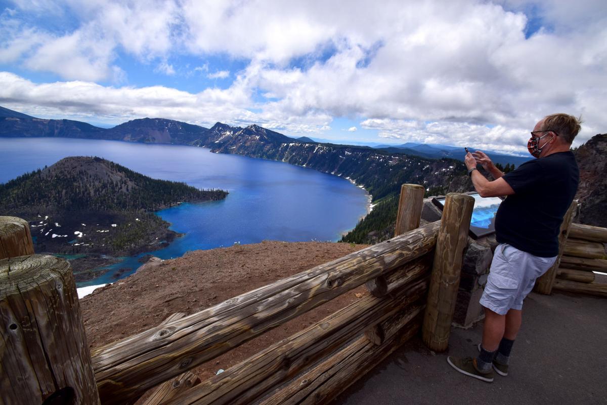 Crater Lake tourist