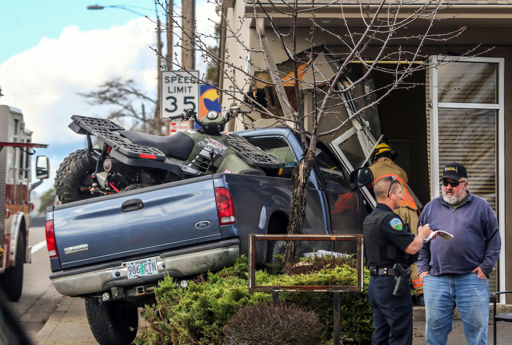 nrtoday.com - JANELLE POLCYN The News-Review - Pickup crashes into Berkshire Hathaway in Roseburg