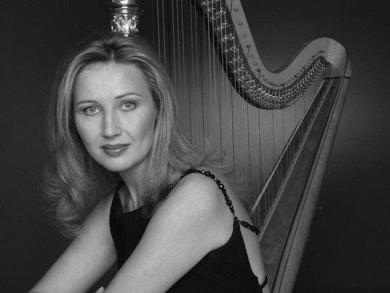 Review: ICO with harpist Jana Boušková