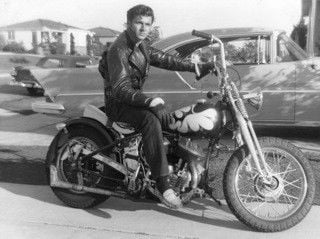 Surf master Dick Dale on the road again