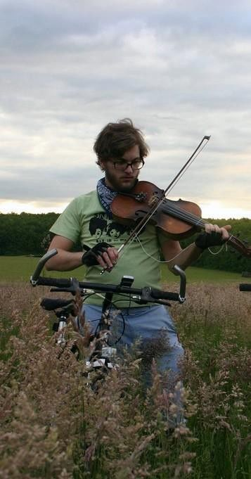 Green musicians cycle between tour stops
