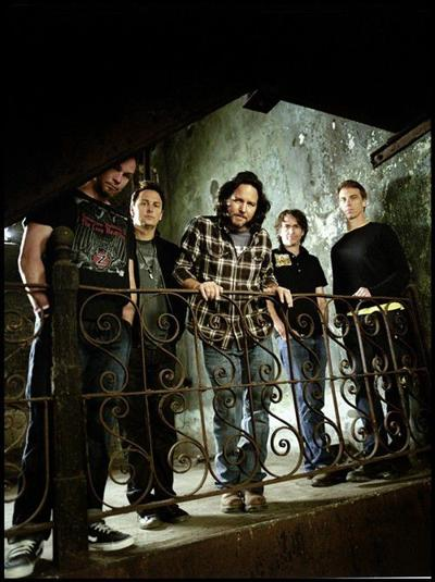 Crowe wishes Pearl Jam a happy 20th