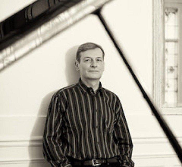 ISO programs Rachmaninoff/Shostakovich