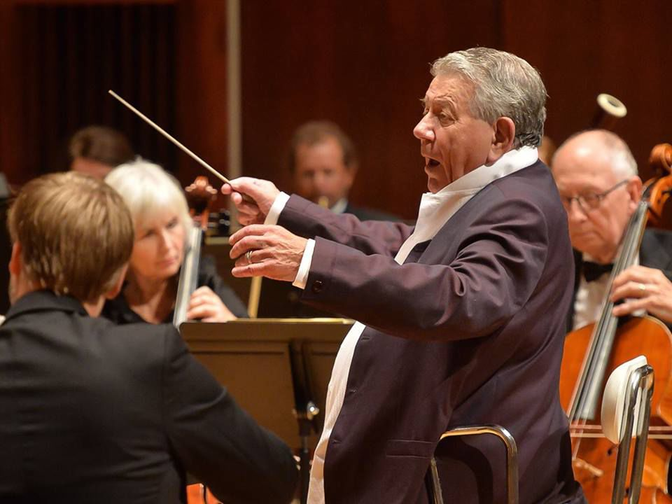 Raymond Leppard conducting