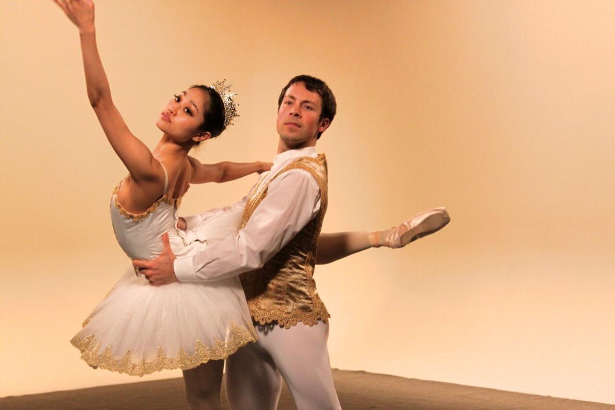 Yoshiko Kamikusa and Chris Lingner rehearsing Raymonda Act III