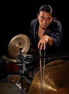 Improv percussionist Tatsuya Nakatani