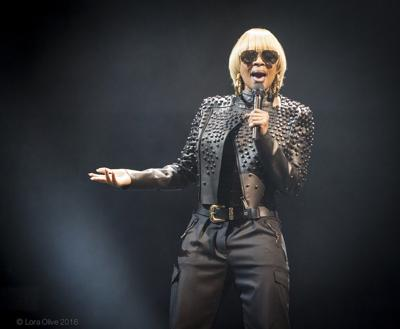 Slideshow: Mary J Blige at Bankers Life