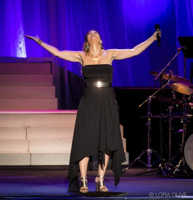 Idina Menzel at Murat Theatre at Old National Centre (Slideshow)