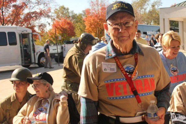 Indy Honor Flight takes World War II vets to D.C.