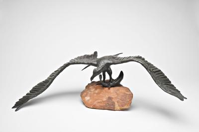 Everyone, touch these bronze sculptures