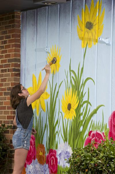 Local teen paints Front Royal's newest mural